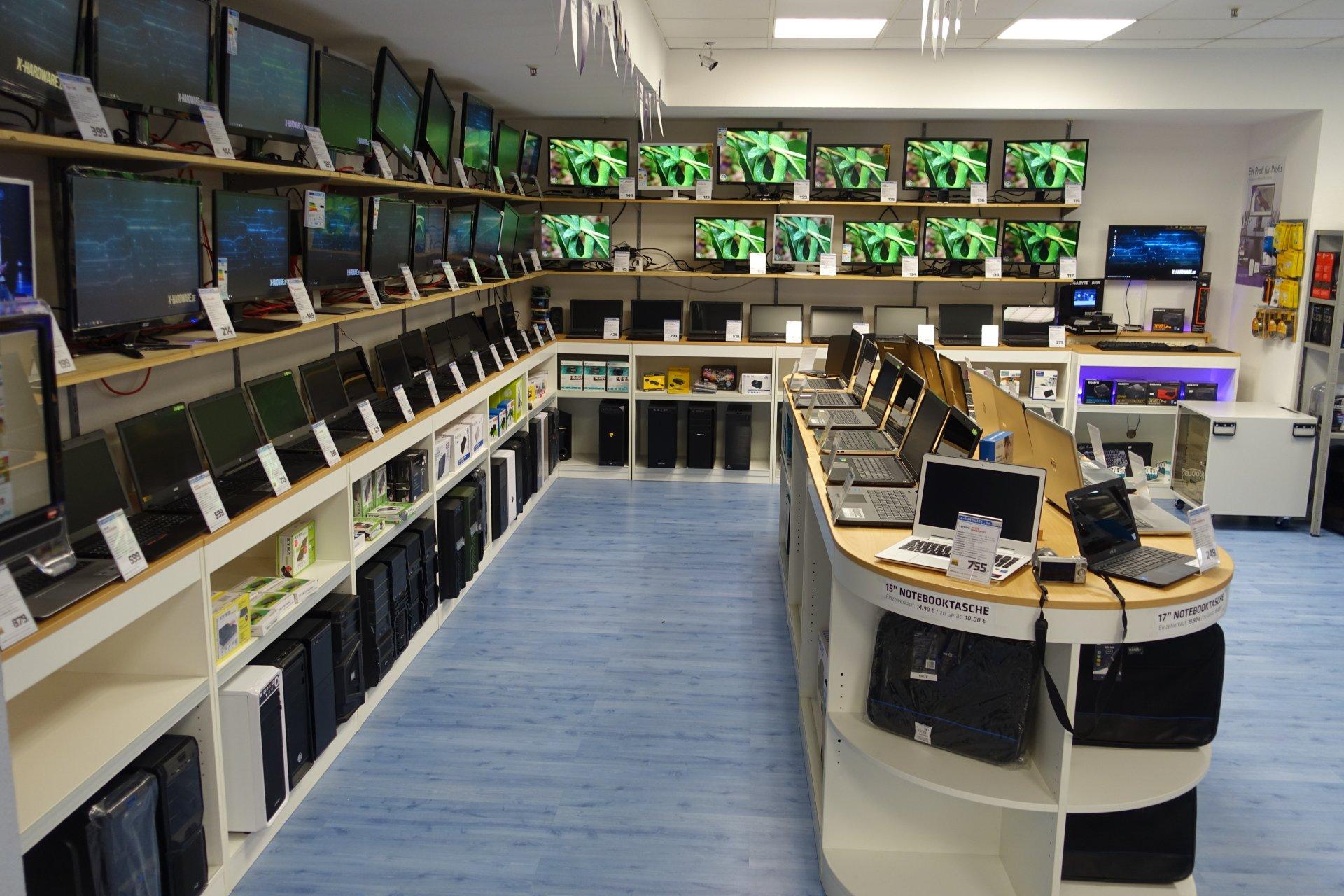 Laufzeittest mit fast 40 Monitoren und eingen PCs bei X-Hardware in Chemnitz