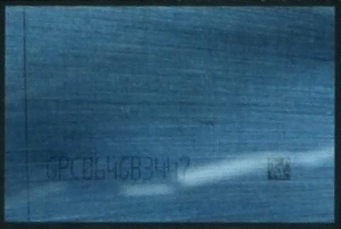 Auf einem der ungemoldeten Packages war noch ein Label auf dem HBM2 zu sehen
