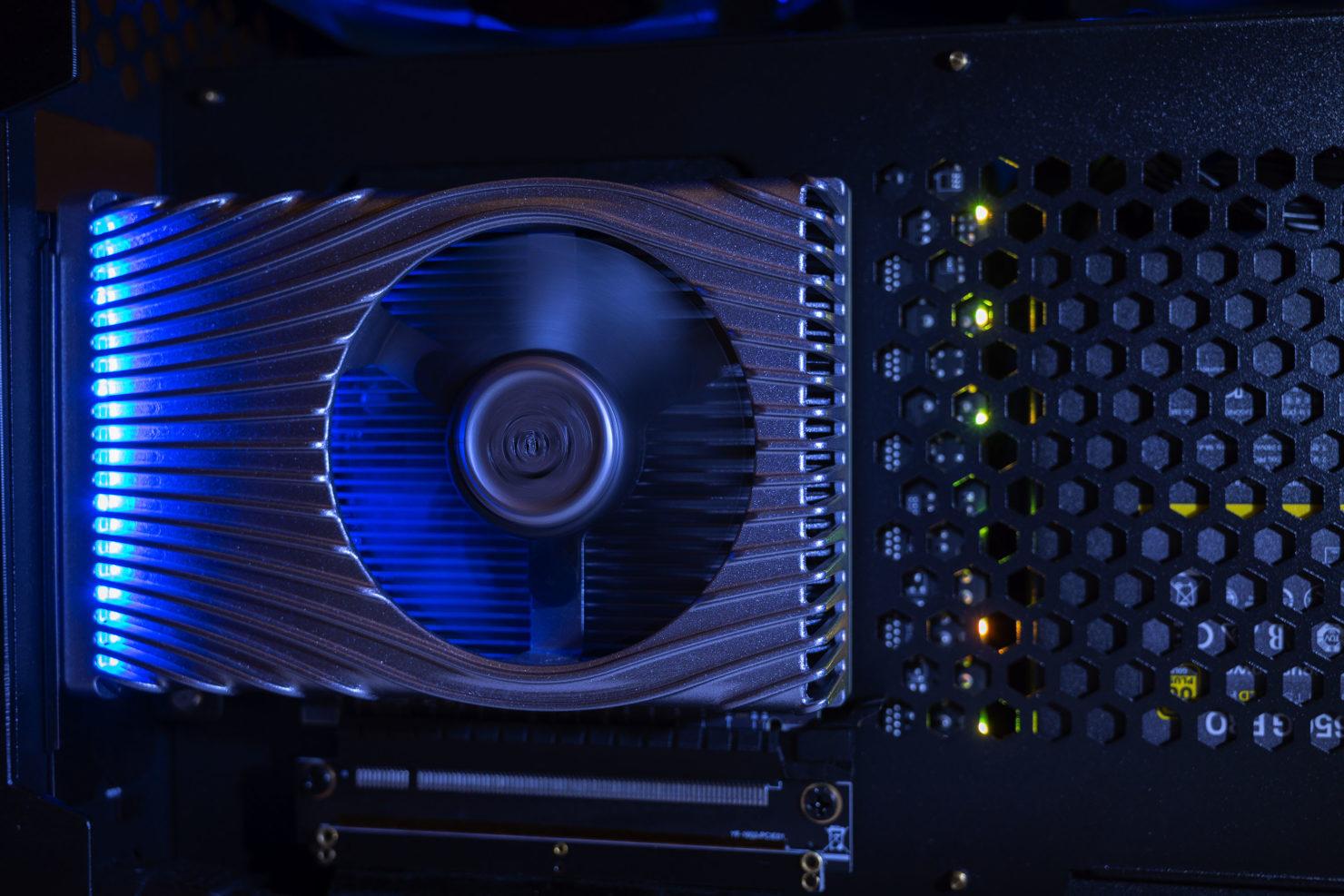 Intels Xe DG1-GPU im 3DMark-Benchmark - schneller als alle integrierten GPUs, aber langsamer als die Einsteigerkarten von AMD und Nvidia